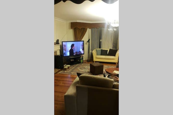 Private room (1 of 5) in large share house - Strathfield - Rumah
