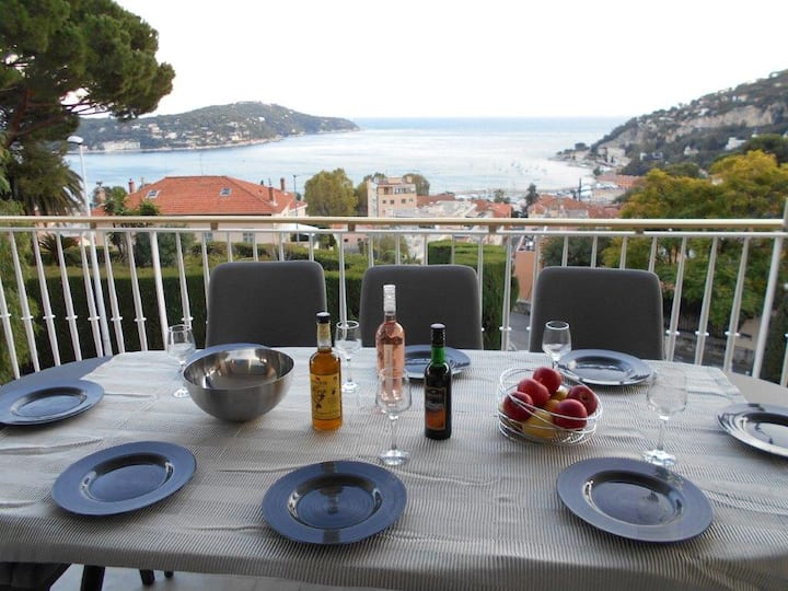 Azure sea views, newly renovated Villefranche flat