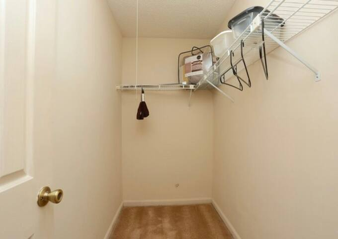 Room for rent w/ extended stay
