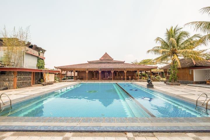 """Affordable lodging """"Joglo Garut Cottage"""""""