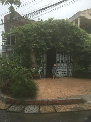 Ho' s House