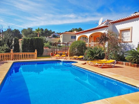 Villa with wifi, aircon in all bedrooms etc.