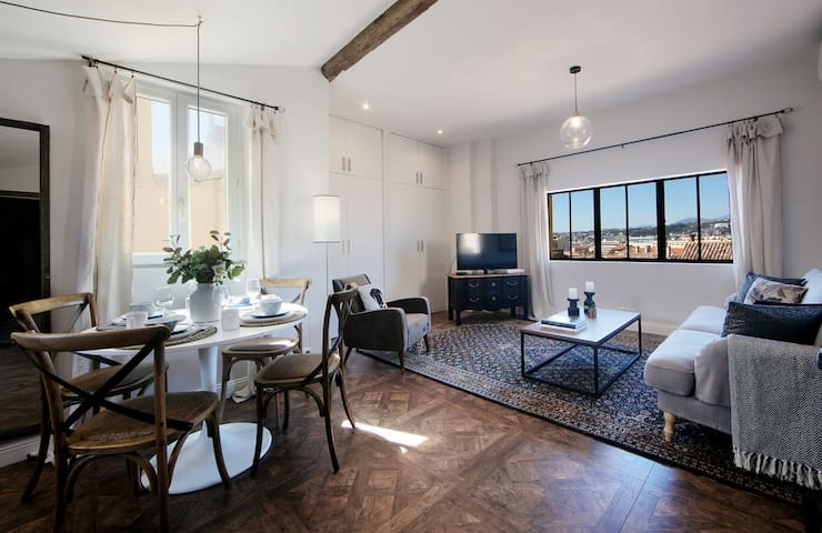 New! Attic Loft Old Town 1 Bed with  great views