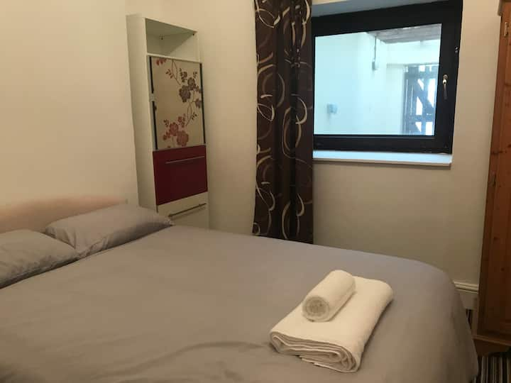 Room 2 - Beach view Oystermouth Rd
