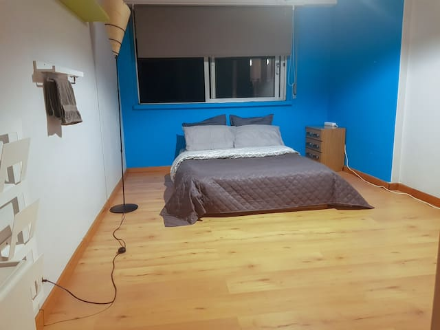 Room/center of lisbon/2min from metro/intendente