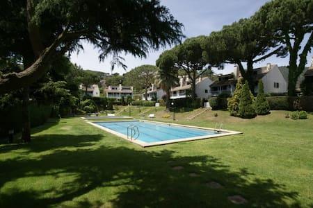 Casa con piscina ideal para familias. - Cabrils - House