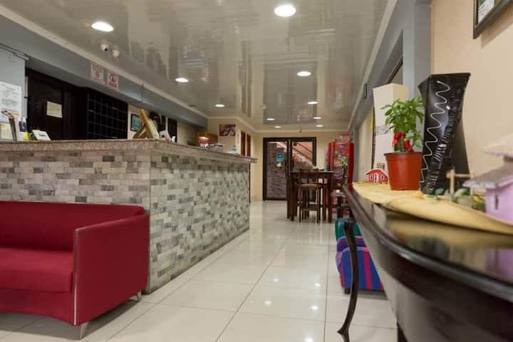 HOTEL Y APARTHOTEL LLERAS, CENTRICO, SEGURO LIMPIO