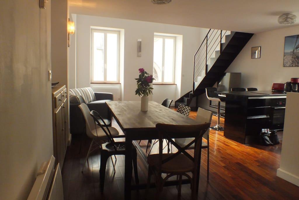 maison lumineuse et spacieuse proche du march appartements louer la rochelle aquitaine. Black Bedroom Furniture Sets. Home Design Ideas