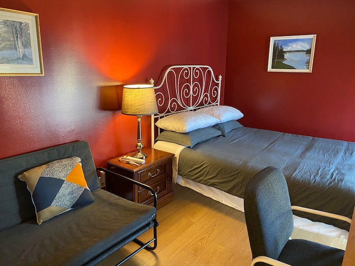 Lake Inn of downtown (for family 3-4 guests)