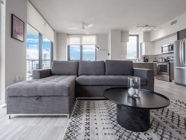Unique 2 BR w/ 5 Star Amenities | Downtown Miami