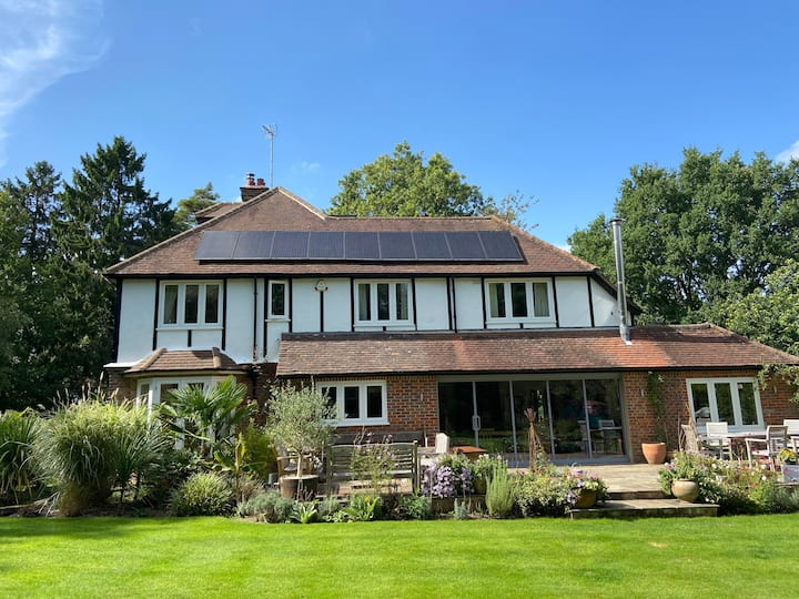 Fantastic spacious country home with 2.5 acres
