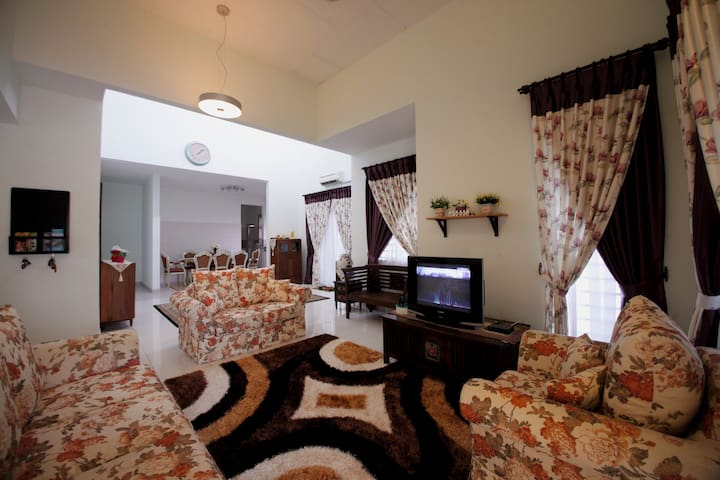 Mountain Angsi View and Cozy Stay - Seremban - Casa