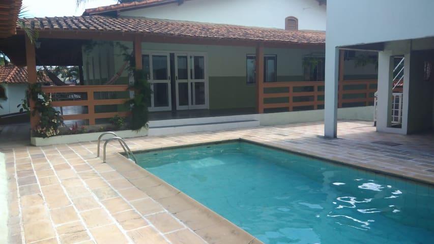 Enorme casa em Saquarema: piscina e churrasqueira.