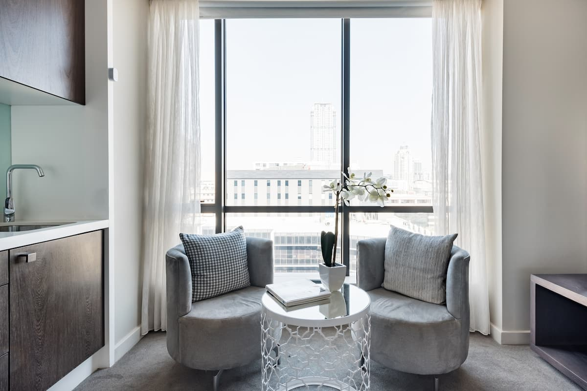 Elegant Studio With Hotel Style Amenities in Sandton Central