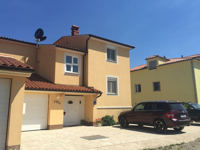 Cozy apartments with sea view - Ližnjan - Huoneisto