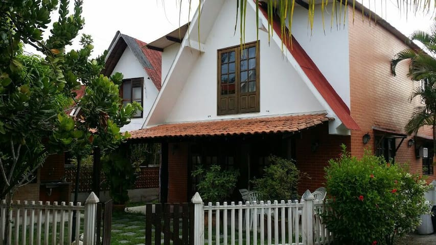 Excelente casa 4 quartos - condomínio fechado - Iguaba Grande - Dom