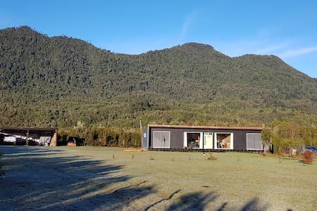 Bella casa cercana a lagos, ríos y bosques nativos