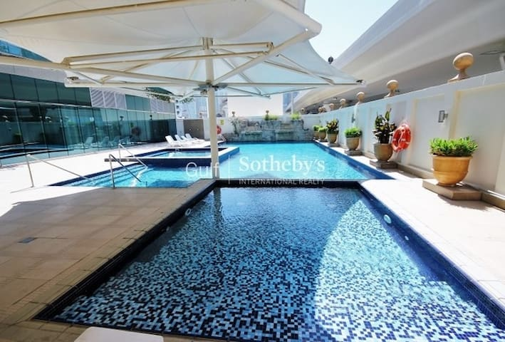 Huge Master Bedroom with Private Jacuzzi in Marina - Dubai - Flat