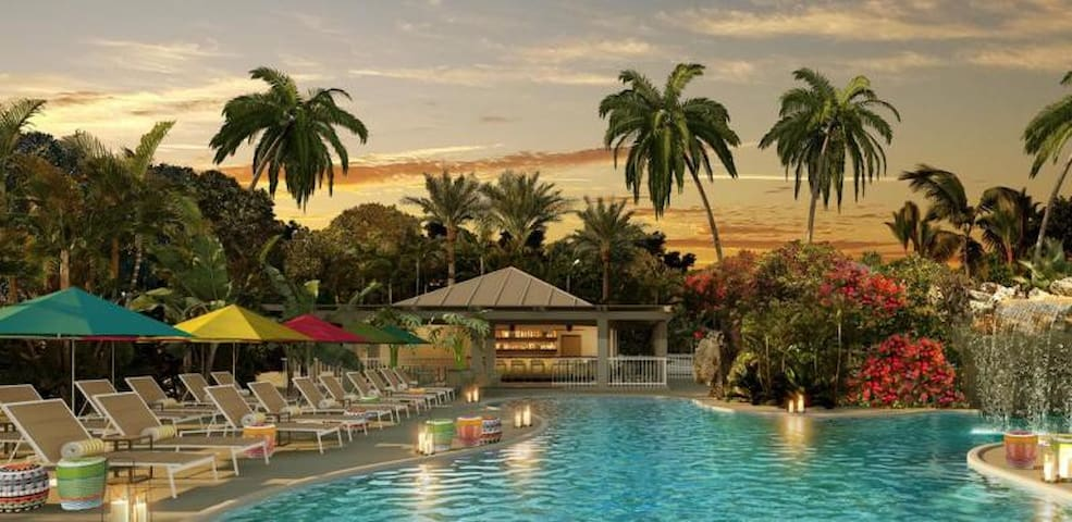 TROPICAL UNIT FOR 4, POOL, PRIVATE BEACH