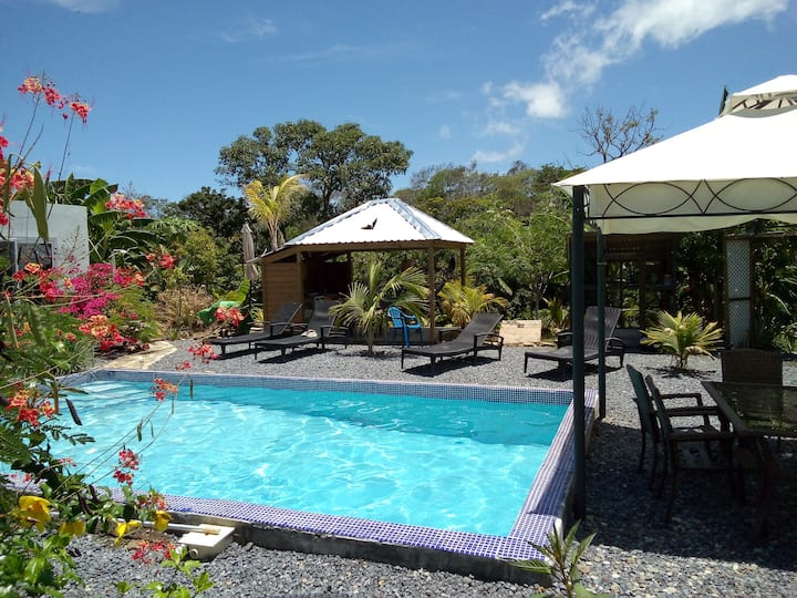 New B&B, West End Roatan, 5 min away to the beach