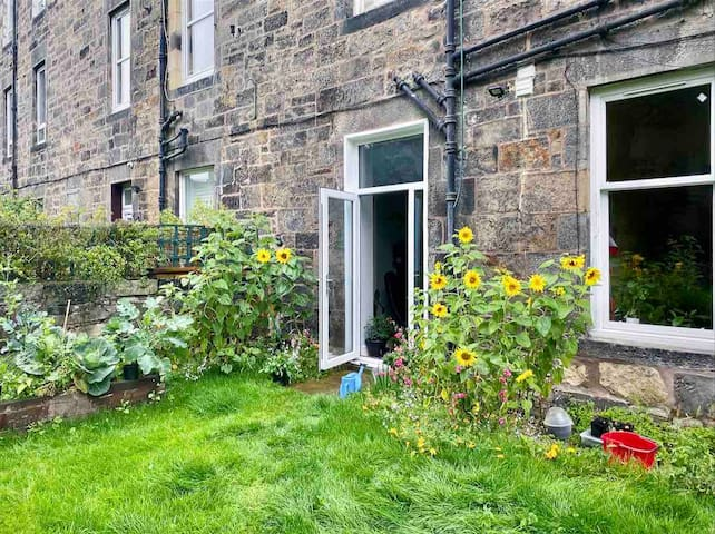 Light & Spacious Garden Flat Edinburgh