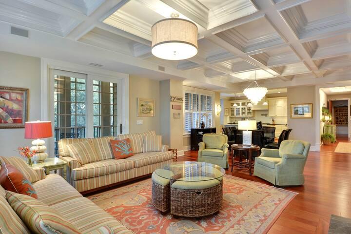 Luxurious villa w/ screened porch, shared pool & lagoon views - beach nearby!