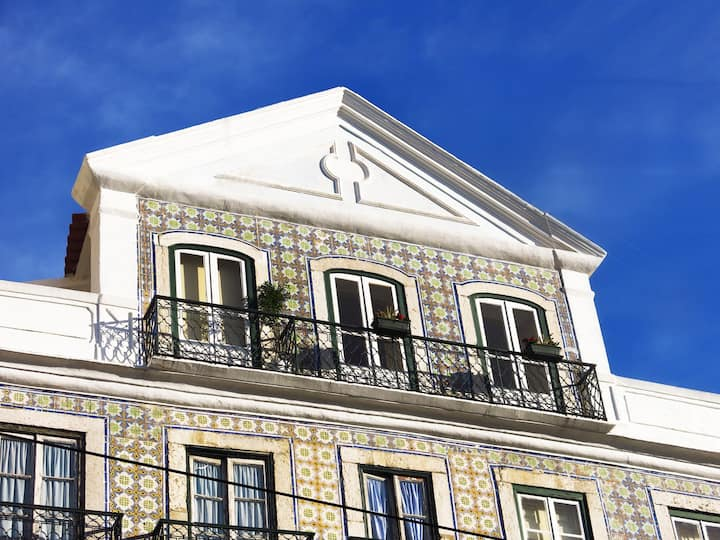 Central And Typical Apartment in Lisbon