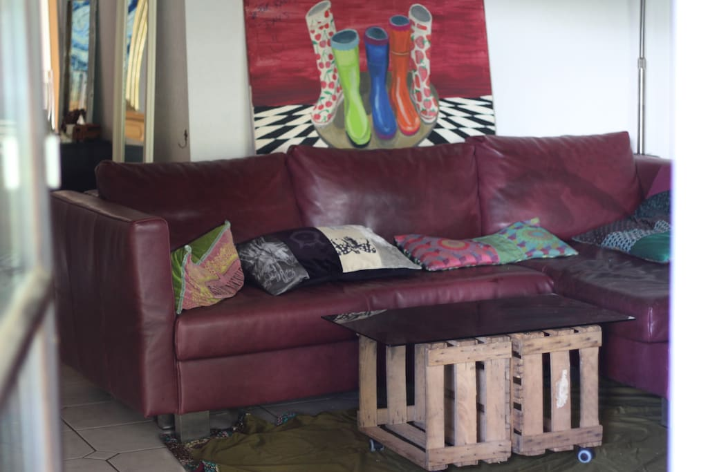 Wohnzimmer/Schlafcouch 1,60m x 2,00m Living area/sleeping couch 1,60 x 2,00m