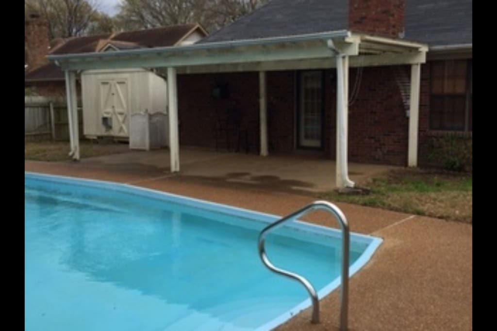 Salt Water Pool - open May 1 - September 30 Covered Patio