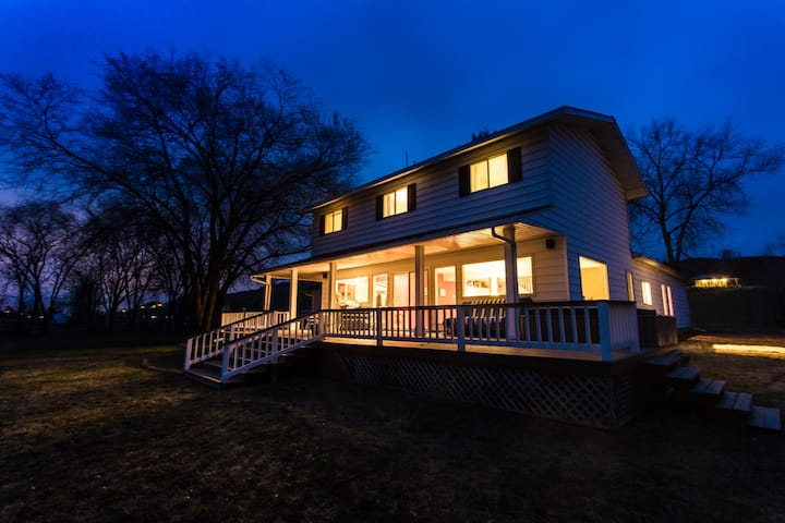 5 Bedroom Lakefront Home on 5 acres