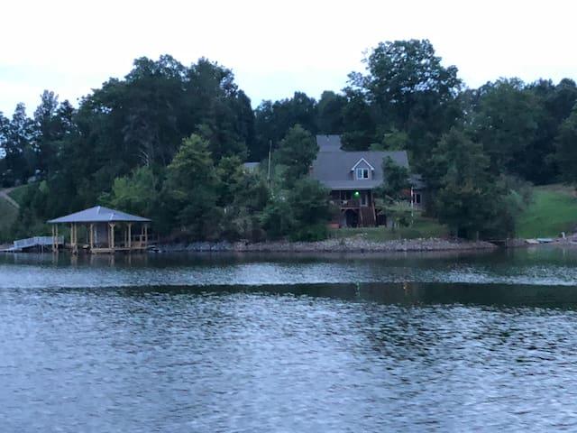 Lake Hickory Getaway