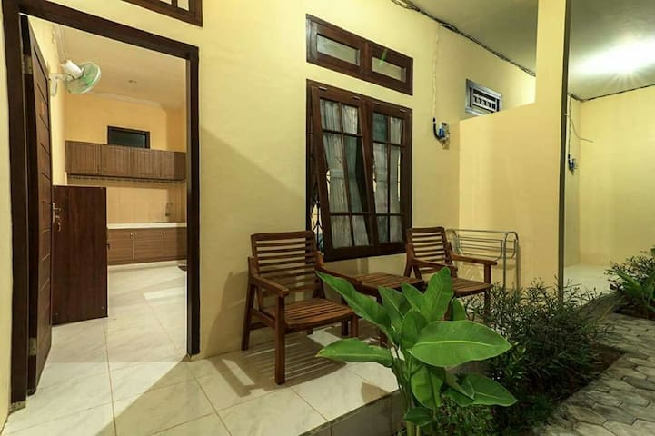 Tiffany Homestay by Lombok Ventures R4 (AC Room)