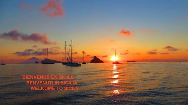 Vista incantevole sulle Eolie - les îles Eoliennes