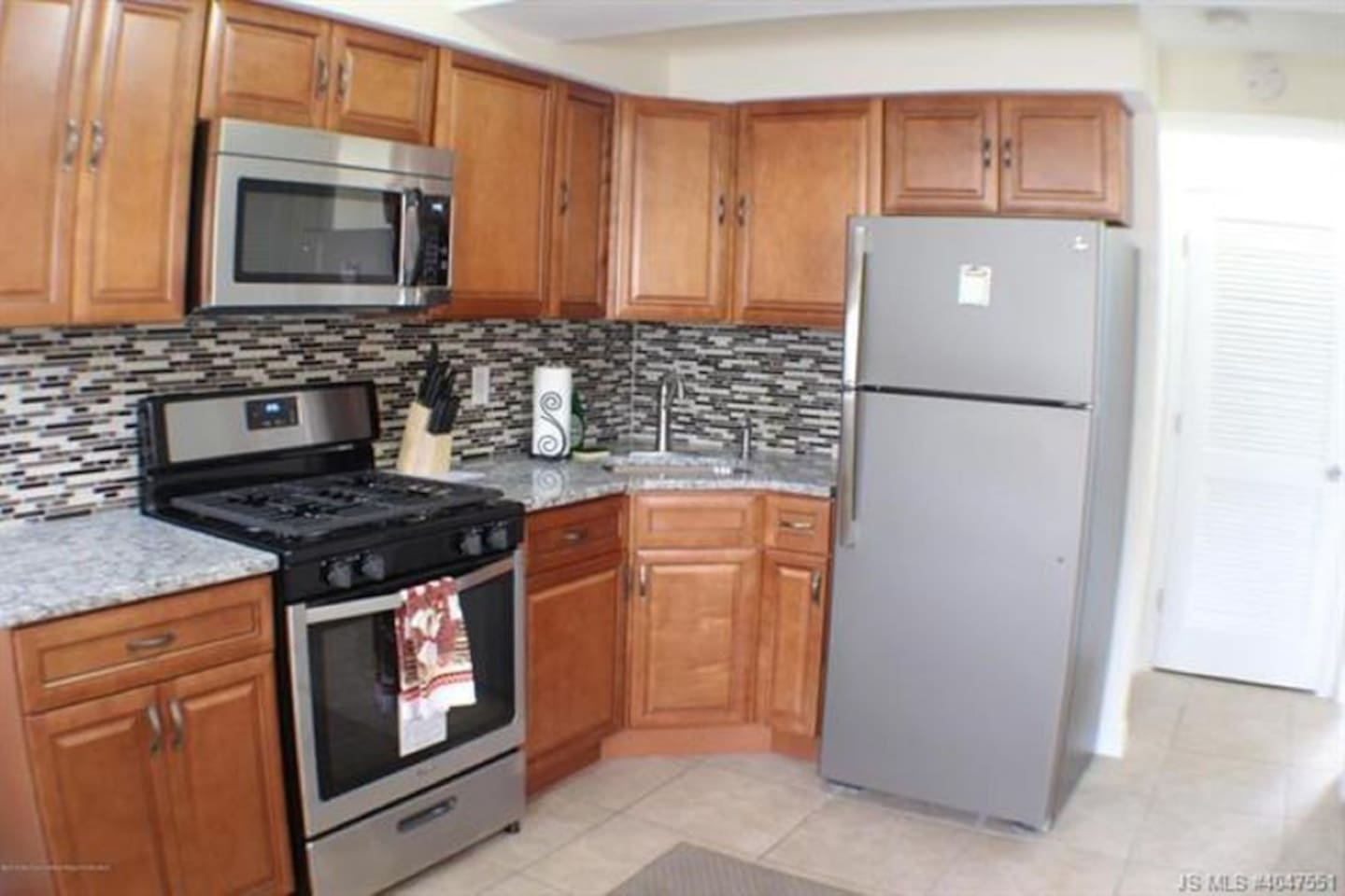 Stainless steel appliances, microwave, coffee maker, granite counters. Renovated in 2018 !