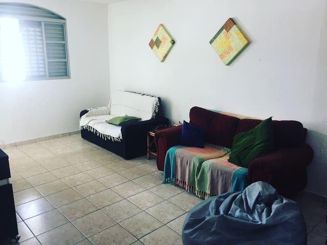 Quarto individual c/ banheiro em casa aconchegante - Brasília - House