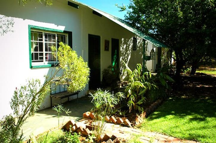 Oppi Plottie Backpacker Dormitory 4 sleeper - Bethulie - Hostel