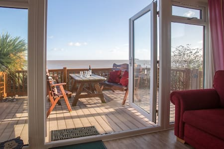 Sole Bay Lodge - Holiday Lodge with Sea Views
