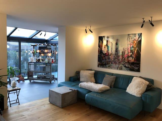 Einzigartige 3-Zimmer Wohnung mit Wintergarten