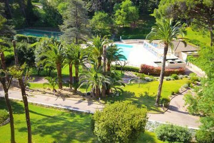 agréable T2 à Cannes terrasse piscine parking