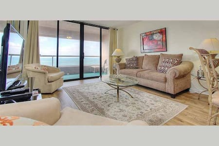 CBC1-11C - Romantic Beachfront Retreat with Endless Amenities in Crescent Beach Club - Clearwater Beach - Departamento