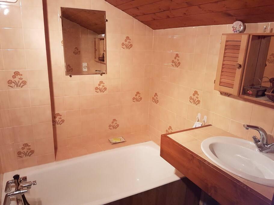 La salle de bains de l'étage