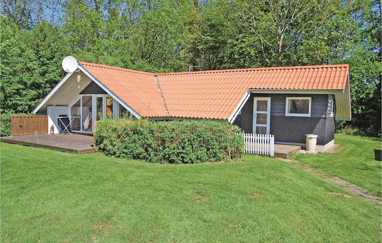 Holiday cottage with 3 bedrooms on 62 m² in Hemmet