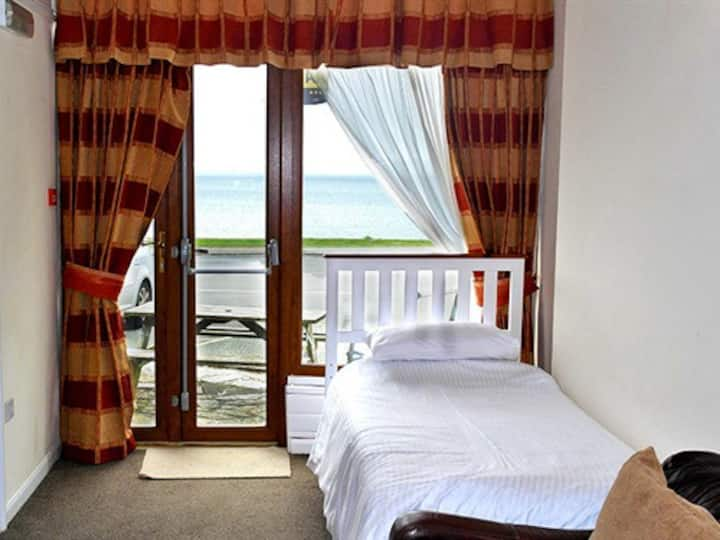 Comfortable Double or twin room with sea view