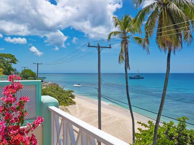 Carib Edge beachfront penthouse, west coast, BB - Douglas