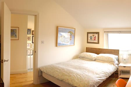 Bright Double Bed in Funky House - Greater London - Hus