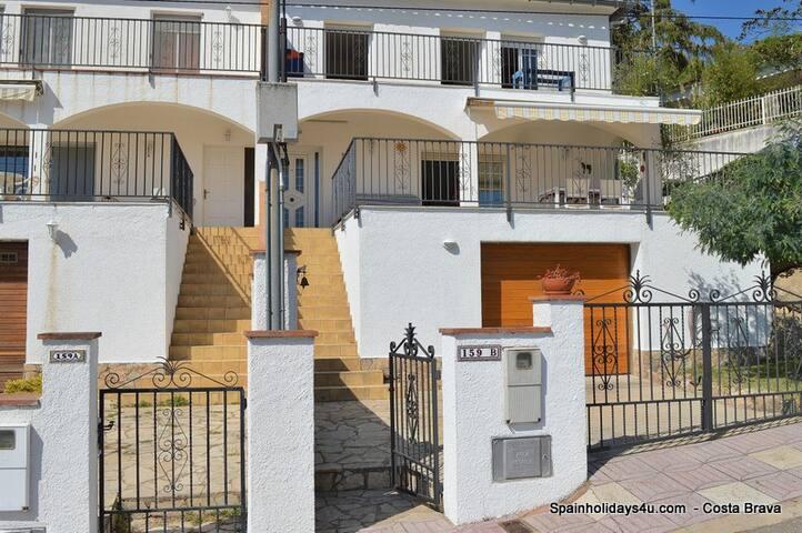 Casa Desi (8 pers.) met gemeenschappelijk zwembad - Santa Cristina d'Aro - Rumah