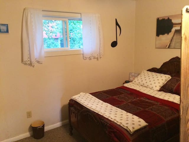FREE CLEANING - Great Location! Whole Apt.  Pet OK