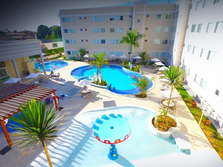 Condomínio fechado com piscina térmica