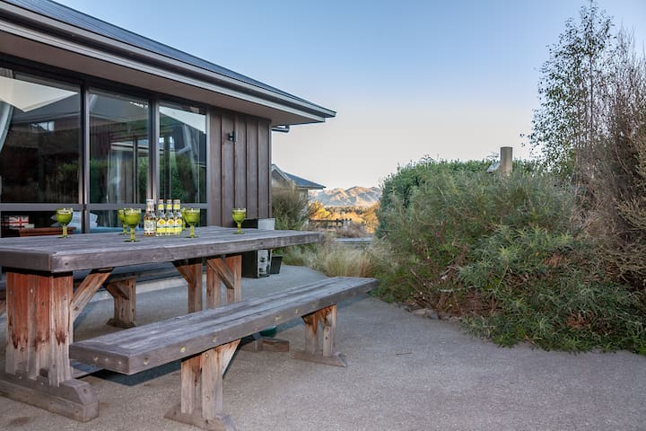 Hanmer Haven - Modern House with Rustic Charm