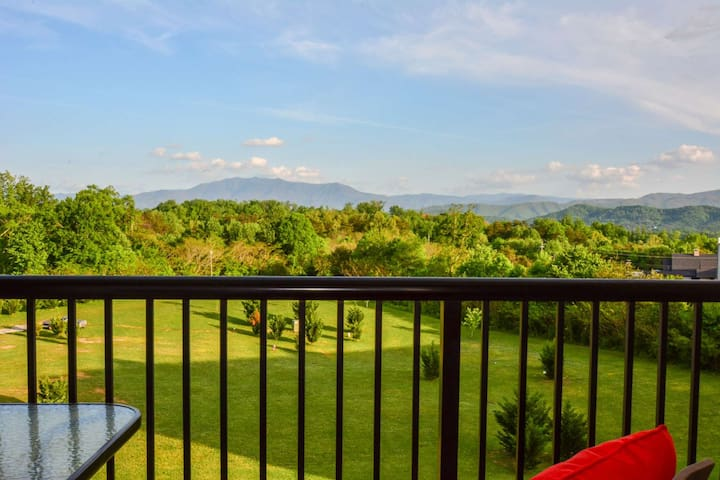 **STAY 2 NTS, GET 3RD NT FREE thru 3/19-Peaceful Mtn Setting@Mtn View 3505! Indoor/Outdoor Pool-FP